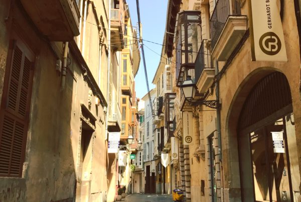 palma Mallorca street architecture blogger travel